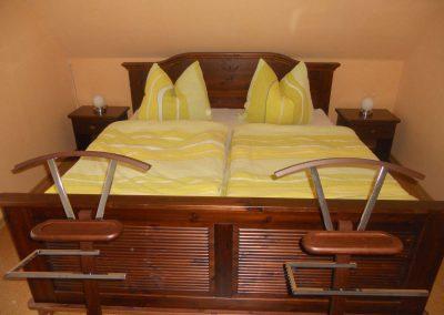 grosses-schlafzimmer-mit-einbauschrank